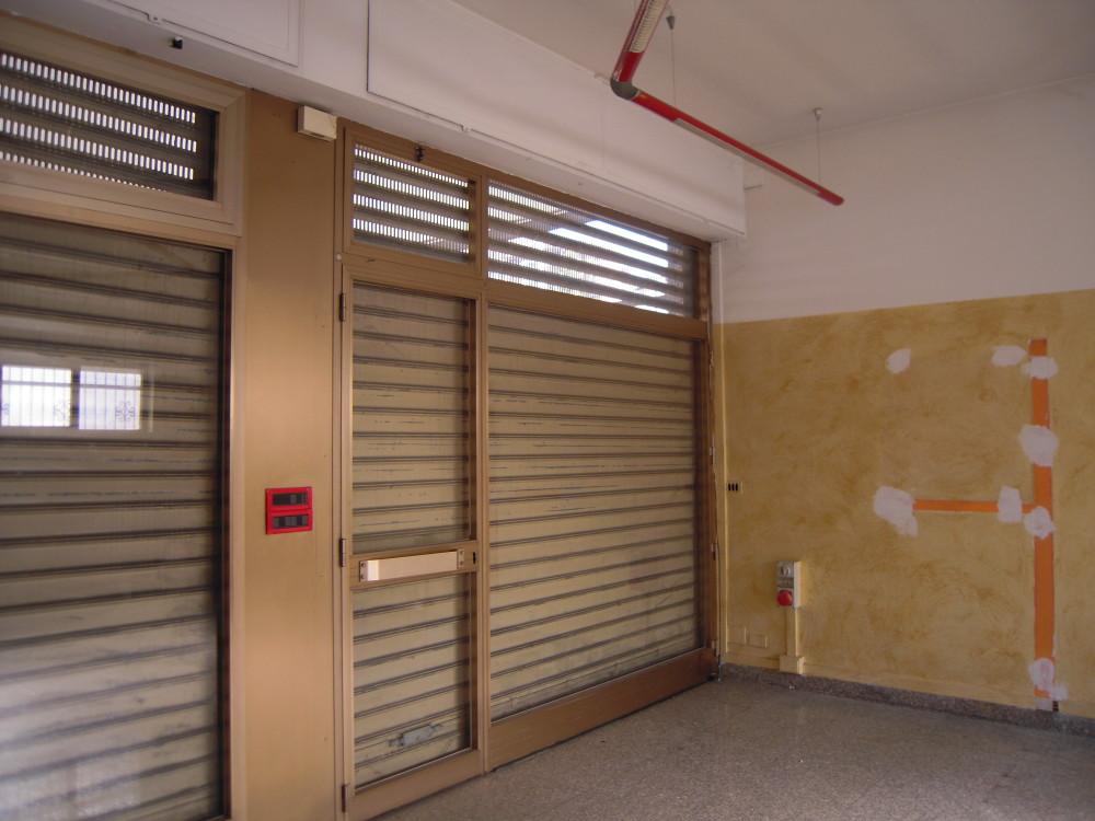 Affittasi locale commerciale studio borella immobiliare for Affittasi studio